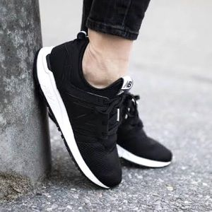 New Balance 247 Classic (Womens 7.5) Black Sneaker